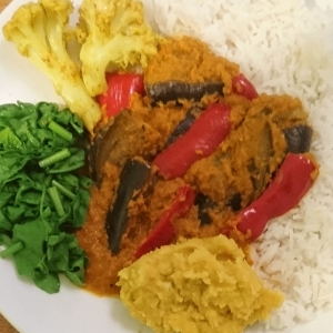 Aubergine and red pepper curry