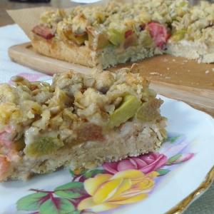 rhubarb crumble slices